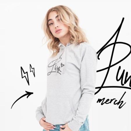 Luna Farina - Sängerin präsentiert eigenes Merchandise!