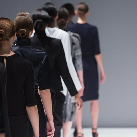 Chanel, Versage, Gautier, Lagerfeld - die berühmtesten Designer der Modewelt