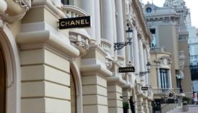 Chanel: N°5, Tasche, Kette, Brillen & mehr – Mode von Coco Chanel & Karl Lagerfeld