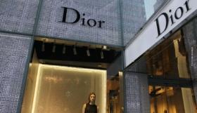 Christian Dior – bahnbrechende und zeitlose Designs, groβe Auswahl von Kleidung bis zu den vorzüglichsten Düften