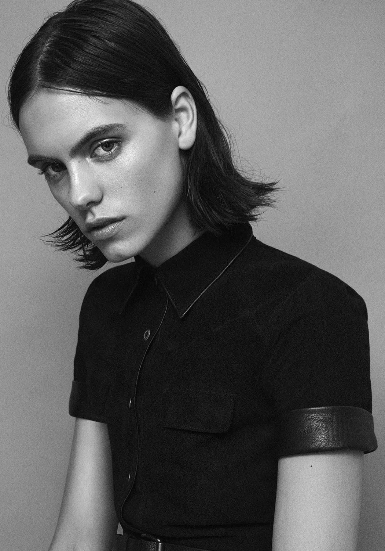 corinna-ingenleuf-model-interview-magazin-Styleby-Jesse-Laitinen-2-Zuschnitt-alternative