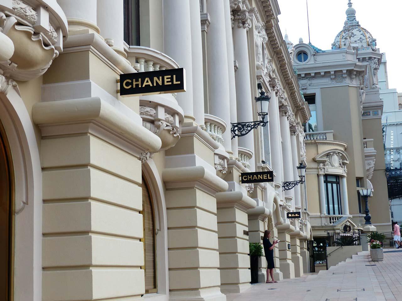 Chanel: N°5, Tasche, Kette, Brillen & mehr - Mode von Coco Chanel & Karl Lagerfeld