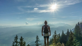 """Glücklich sein (1): Finanzielle Freiheit, Mindset und 7 Grundregeln: """"Reicher als die Geissens"""" (Buch & Podcast)"""