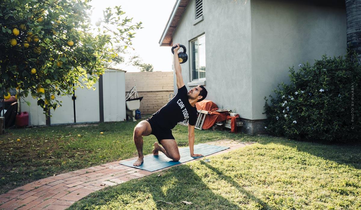 Workouts für zu Hause: Tipps für Anfänger & Übungen ohne Geräte