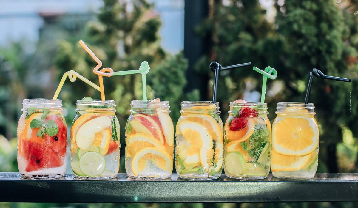 Leckere, einfache Getränke für den Sommer: Rezepte zum selber machen, mit und ohne Alkohol!