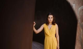 Interview Sarah Alles: Schauspielerin & Synchronsprecherin über Karriere und Soziales Engagement