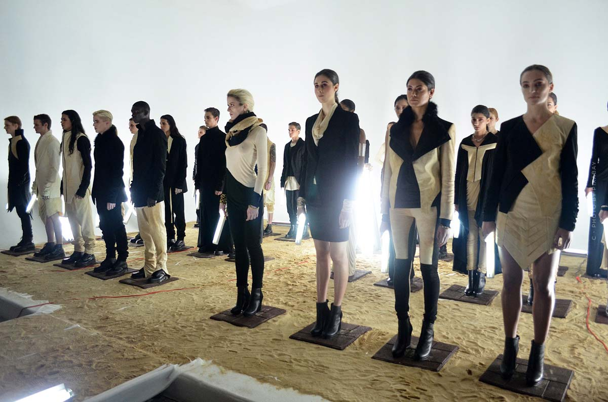 Alexander Wang: Jeans, Pullover, Schuhe und Accessoires für den ultimativ lässigen Look