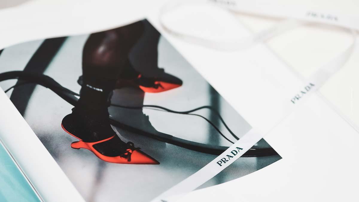 Prada Schuhe: Combat-Boots, Pumps und Sneaker mit Logo