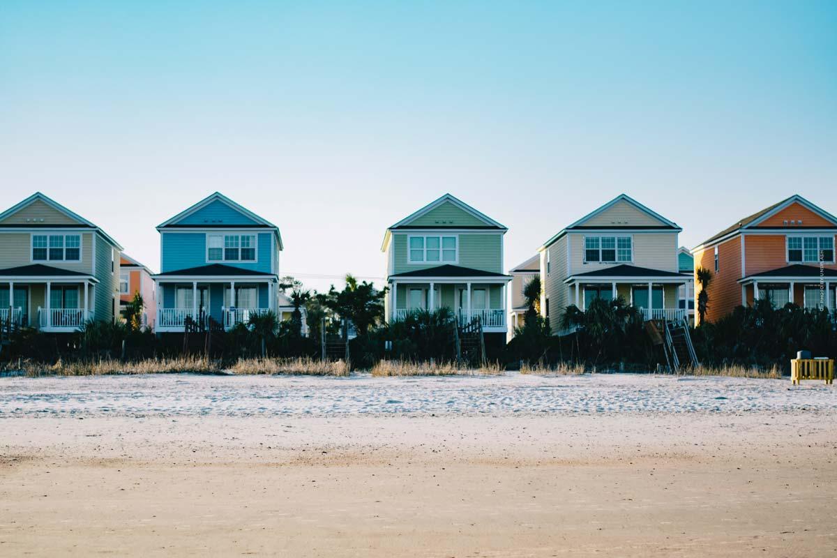 Strandhaus: Merkmale, Mieten, Kaufen oder Bauen und Vor-& Nachteile einer Kapitalanlage