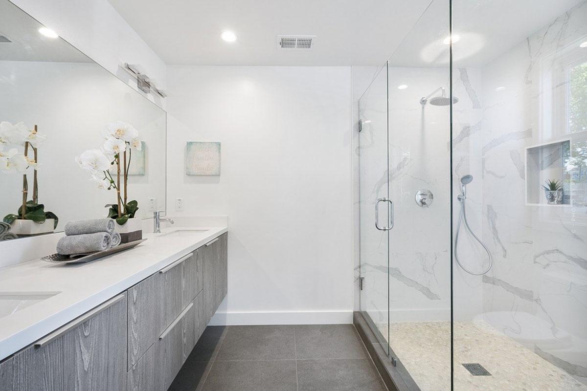 Badmöbel: Waschbecken, Badewannen, Sets und mehr für die perfekte Badezimmer Einrichtung