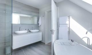 Badezimmer einrichten: Möbel, Spiegel, Farben & Accessoires – Von der Planung bis zum Deko-Feinschliff