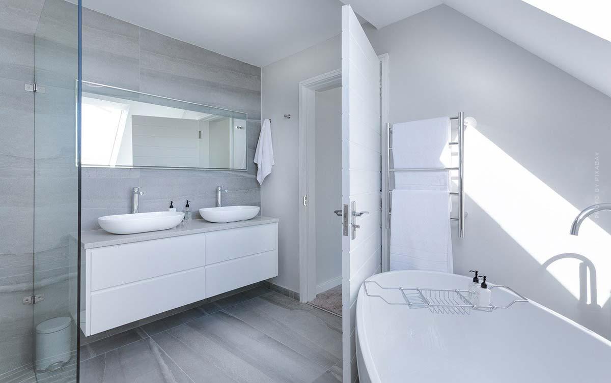 Badezimmer einrichten: Möbel, Spiegel, Farben & Accessoires - Von der Planung bis zum Deko-Feinschliff