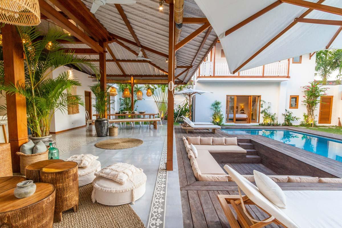 Terrasse einrichten: Fliesen, Überdachung, Sichtschutz - Gestalte deine Wohlfühl-Oase mit luxuriösen Möbeln