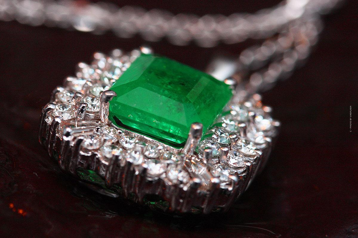 Smaragad kaufen: Preis, Karat, Qualität & Wert – Kapitalanlage Edelstein