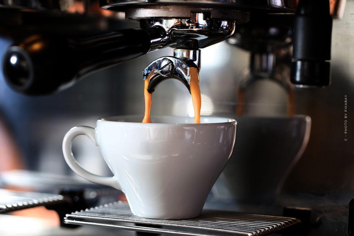 Saeco SM7683/10 Xelsis: Kaffeevollautomat mit Touchscreen und Milchaufschäumer im Test