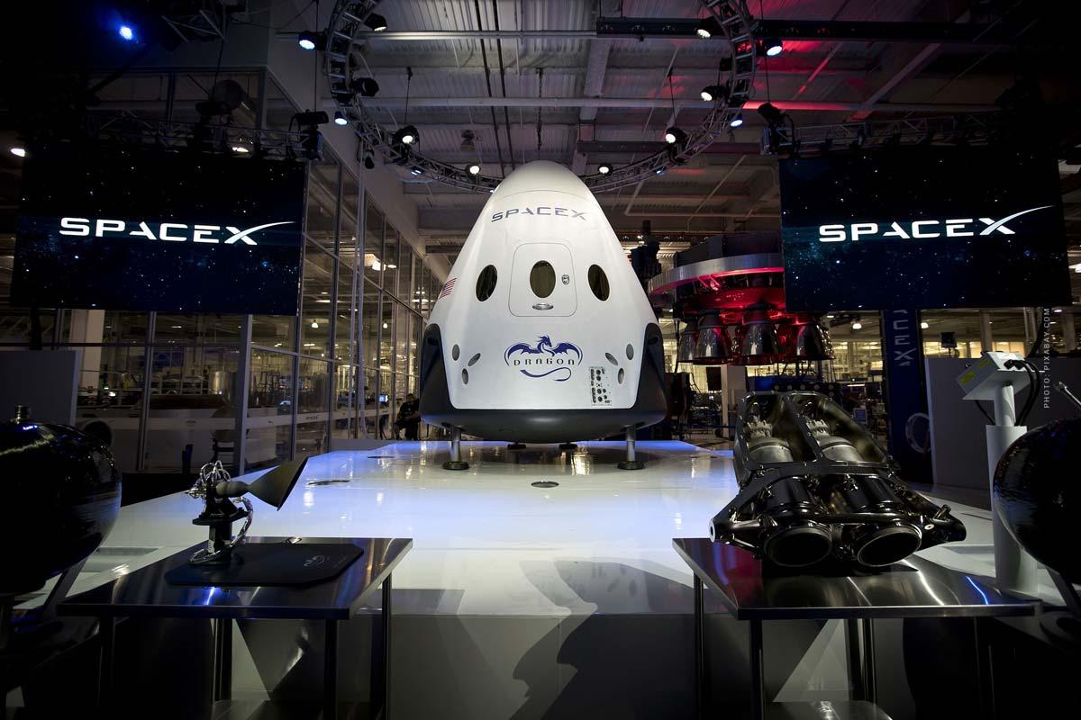Weltraum Reisebüro: WeltraumTicket Gründer über Preise, Wartelisten, SpaceX, Blue Origin und Virgin Galactic