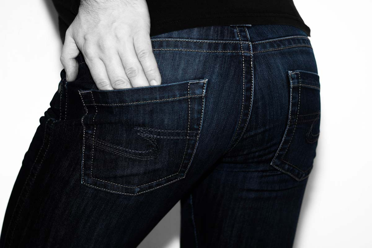 Guess: Taschen, Jeans & Statement T-Shirts