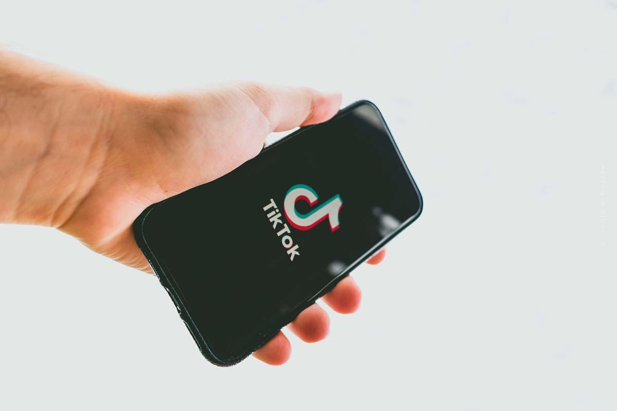 TikTok: Stars, Werbung und Follower - Geschichte der App